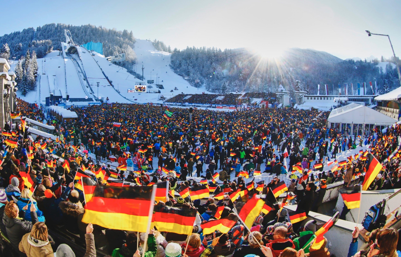 So früh wie nie zuvor: Tickets für die Vierschanzentournee – Ab 1. September startet an allen Orten der Kartenvorverkauf für das große Wintersport-Highlight