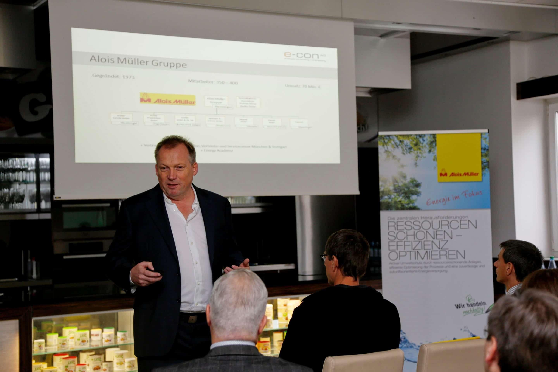 Geschäftsführer Andreas Müller bei seinem Vortrag