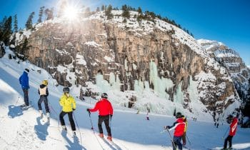 Schneevergnügen und Sonnenschein satt – Der beliebte Dolomiten-Ferienort Cortina d'Ampezzo lockt zum Saisonausklang mit besten Pistenbedingungen und tollen Angeboten