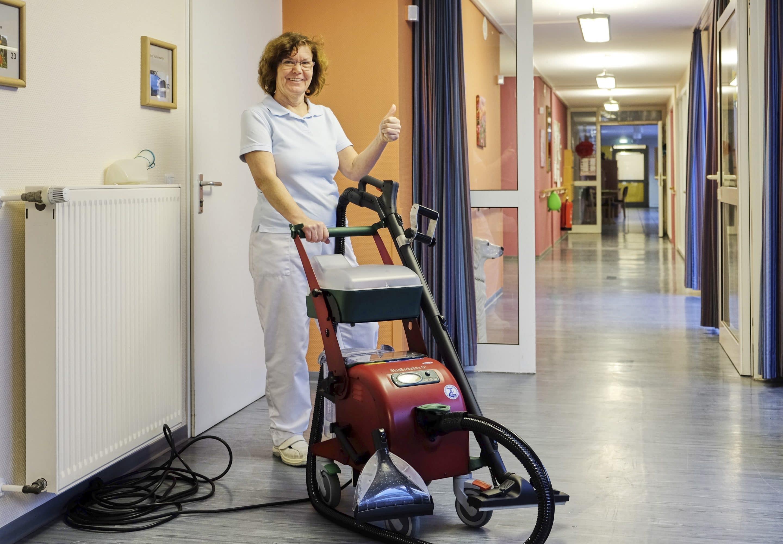 Dampfreiniger im Pflegeheim: Mehr Zeit für Patienten – Das Johanneswerk in Herne setzt auf das innovative Dampfsaugsystem Blue Evolution von beam