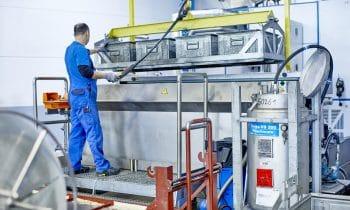 Schluss mit Entfettungsfrust – Die Marquardt Metallwaren und Werkzeugbau GmbH setzt bei der Dampfentfettung von Stanz-, Biege- und Tiefziehteilen auf das Know-how der Richard Geiss GmbH