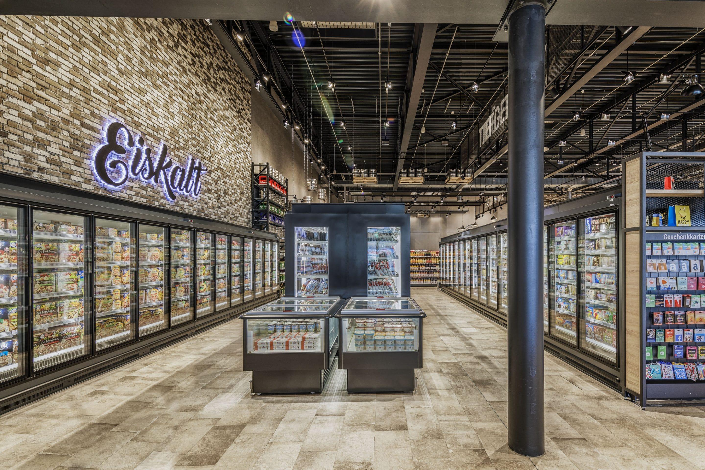 Einkaufserlebnis mit Wow-Effekt –  Im EDEKA Schmidt's Markt XL in Bad Säckingen sorgen Viessmann Kühllösungen für perfekte Frische