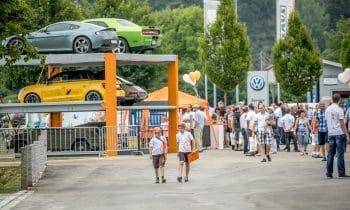 Über 5.000 Besucher bestaunen die SmartFactory von KLAUS Multiparking – Großer Andrang beim Tag der offenen Tür des Parkspezialisten aus Aitrach