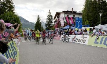 Cortina d'Ampezzo im Geschwindigkeitsrausch – Beim legendären Giro d'Italia rasen wieder die besten Rennradfahrer der Welt durch den italienischen Spitzenferienort