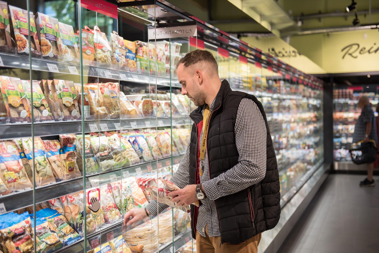 Sesam öffne dich in Reinickendorf – Edeka Görse & Meichsner setzt am Eichborndamm als erster Edeka-Markt Viessmann Kühlregale mit Smart Access Türen ein