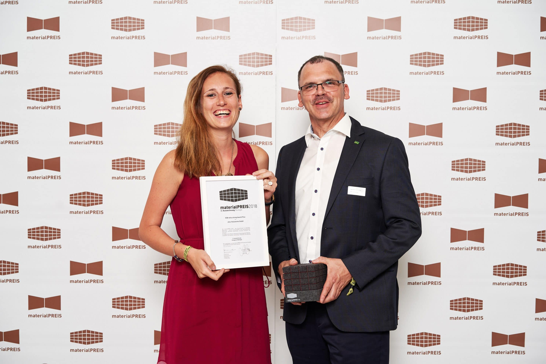 Ökologisch ausgezeichnet:  Materialpreis 2018 für Holzwerkstoffplatte esb PLUS
