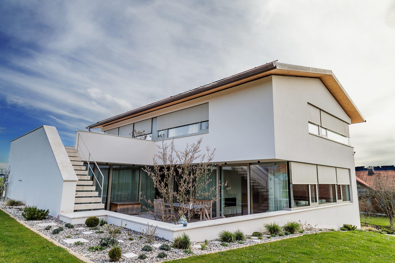 Perfekt gedämmt dank Jalousiekästen nach Maß – Passgenaue Systemkomponenten von JOMA sorgen in Architektenhaus für Schatten und Top-Wärmedämmung