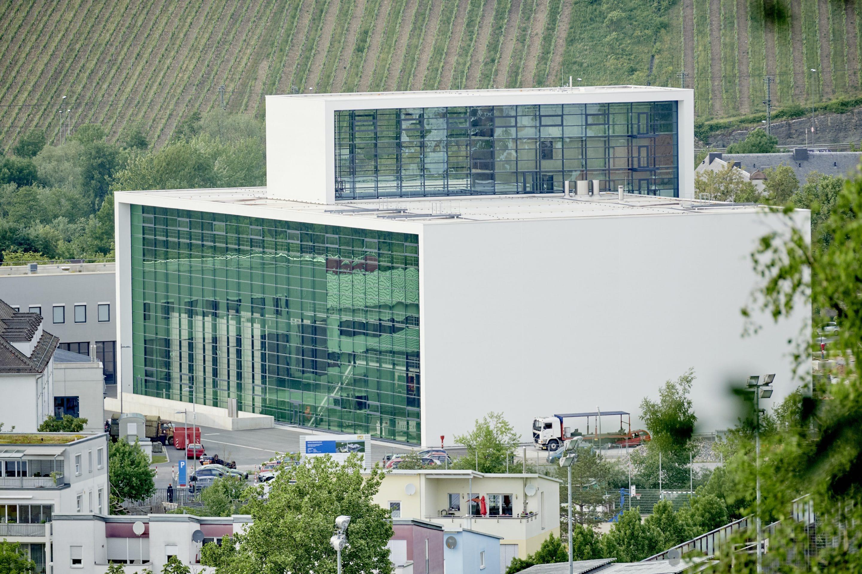 Nicht brennbar und ohne Biozide zur Brandbekämpfung – Feuerwehrschule in Würzburg setzt auf ökologisches HYDROCON-WDVS von quick-mix