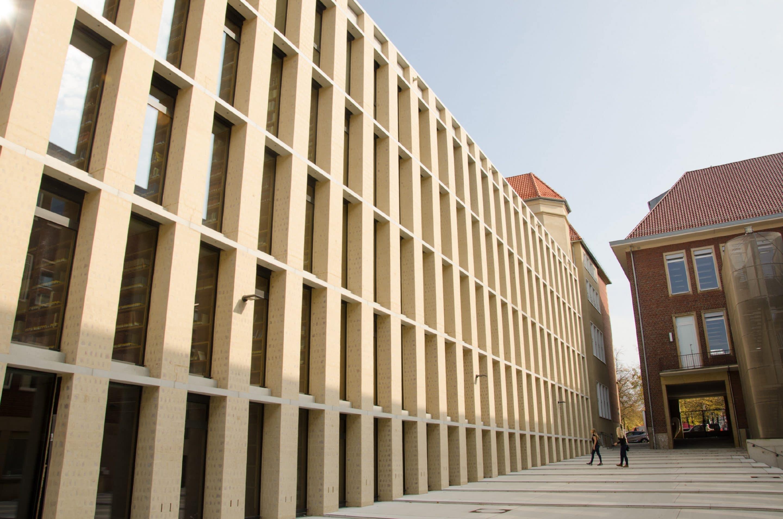 Fassade mit Bibliothekscharakter: das neue Philosophikum der Uni Münster