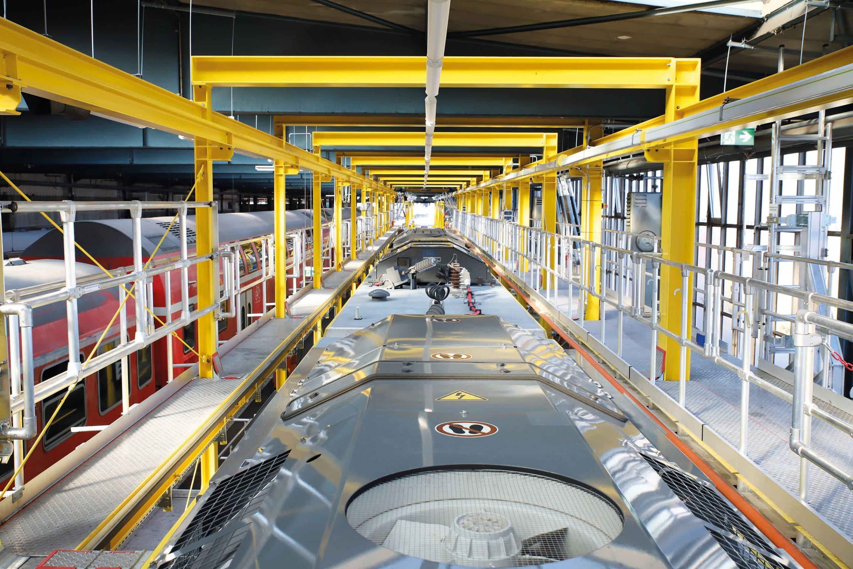 Bahn frei für ein Plus an  Effizienz und Arbeitssicherheit – DB Regio AG setzt bei der Wartung ihrer Züge auf einen maßgefertigten Dacharbeitsstand der Günzburger Steigtechnik