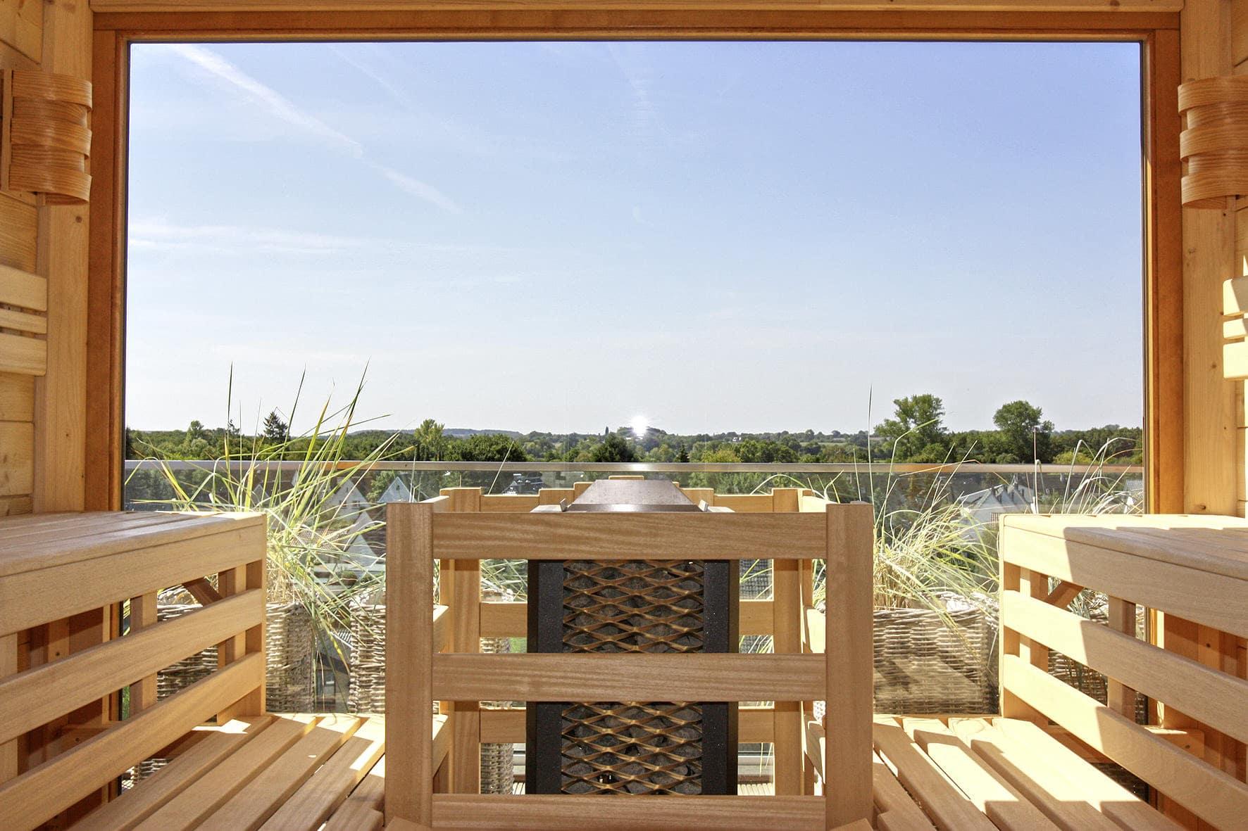 Wellness auf höchstem Niveau – Im neuen Saunahaus des Lifestylehotels SAND können die Gäste über den Dächern von Timmendorfer Strand relaxen