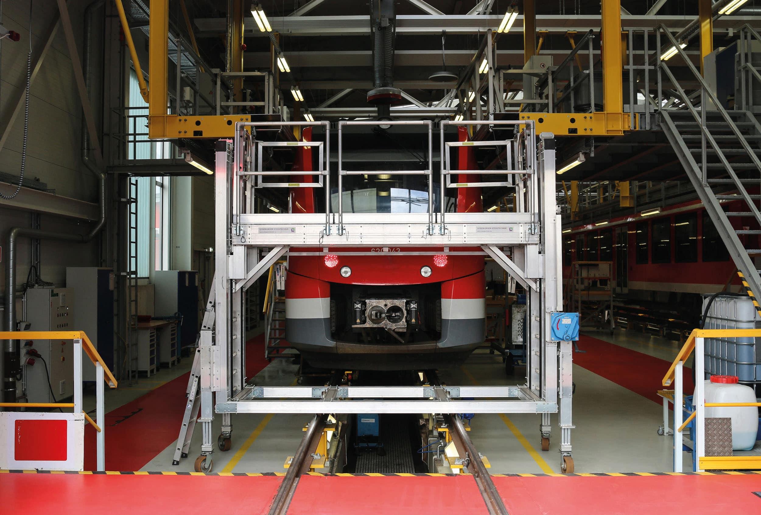 Mehr Flexibilität, Sicherheit und Effizienz an der Zugfront – Die neue multifunktionale Frontarbeitsbühne der Günzburger Steigtechnik mit 3-in-1-Fahrwerk optimiert die Wartung von Schienenfahrzeugen