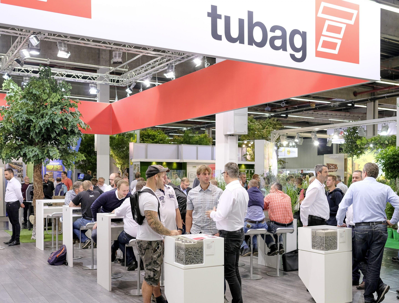 Top-Premiere für die neuen Pflasterfugenmörtel von tubag  – PFL2 und PFM2 für die gebundene Bauweise begeistern die Fachbesucher auf der GaLaBau 2018 in Nürnberg