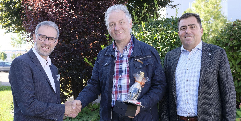Seit 40 Jahren Lackspezialist  – Grönenbacher Lackfabrik ehrt Reimund Dietrich
