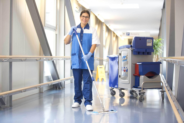 """Weil es um die Hygiene geht – """"Internationaler Tag der Putzfrau"""" am 08. November: Reinigungsfachkräfte verdienen mehr Anerkennung. Das findet auch die KDS"""