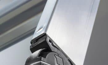 Der neue nivello: Ein Plus an Sicherheit und Flexibilität – Der neue Leiterschuh der Günzburger Steigtechnik besticht mit patentierter 2-Achsen-Neigungstechnik im Gelenk und dem neuen Konzept der wechselbaren Fußplatten