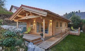 Wohlfühlurlaub mit echter Blockhaus-Romantik – Ehepaar Berger bietet Gästen mit neuem Chalet von Blockhausbau Hummel Plus an Ruhe und Entspannung