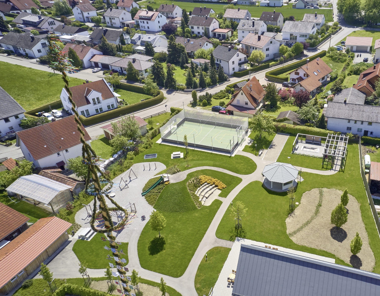 Treffpunkt Pavillon Neuer Bürgerpark in Niederrieden fördert die Gemeinschaft von Zugezogenen und Alteingesessenen – Auszeichnung mit bayerischem Staatspreis für Dorferneuerung und Baukultur