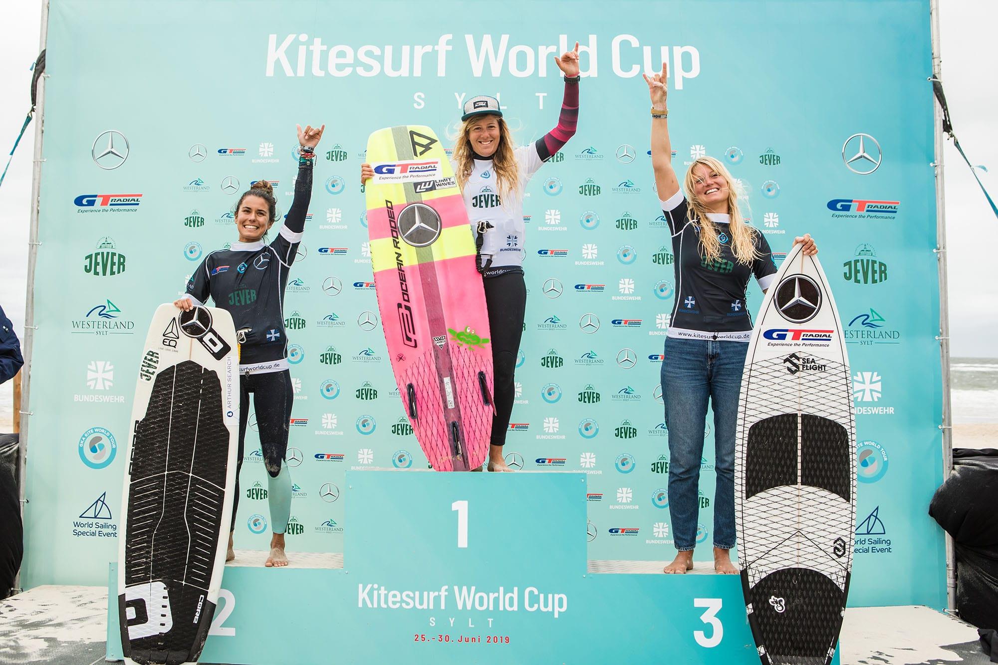 Susi rockt die Wellen von Sylt: Susanne Schwarztrauber bei GKA Kitesurf-Weltcup auf Rang drei