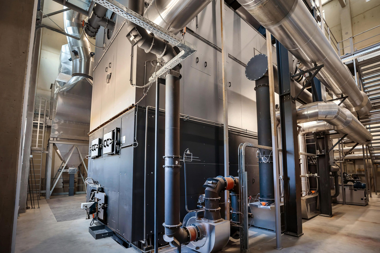 Umweltfreundliche Energieversorgung im Land der 1.000 Hügel  – Biomasse-Heizwerk von Viessmann versorgt die Region Wiener Neustadt mit Wärme und spart tausende Tonnen CO2 ein