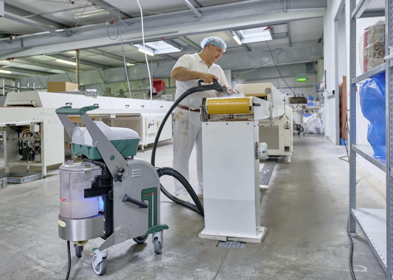 Blue Evolution macht Schluss mit der Gluten-Kontamination: Confiserie Rau erreicht mit dem innovativen Dampfsaugsystem von beam Top-Werte beim Abklatschtest – ganz ohne Chemie