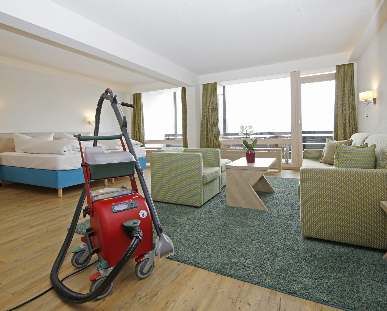 Natürliche Sauberkeit  für das Wohl der Gäste – Hotel Schloss Berg setzt auf chemiefreie Reinigung mit dem innovativen Dampfsaugsystem Blue Evolution S+ von beam