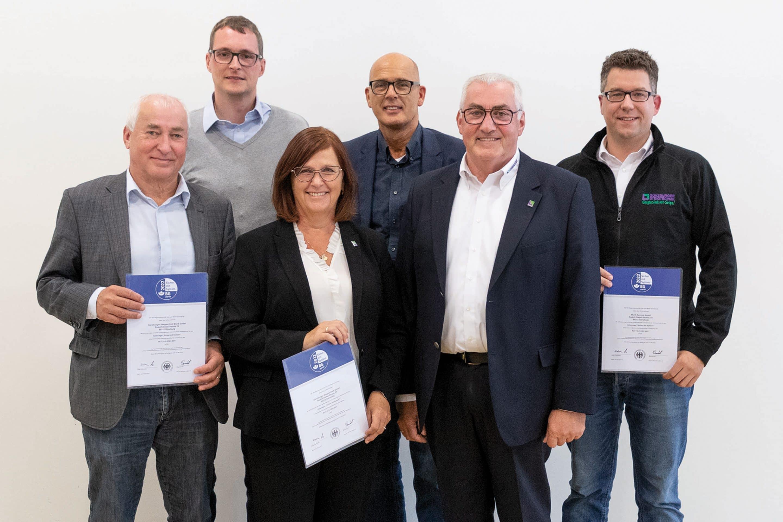 """Günzburger Steigtechnik für Top-Arbeitsschutz ausgezeichnet – Unternehmen erhält Gütesiegel """"Sicher mit System"""" von der Berufsgenossenschaft Holz und Metall"""