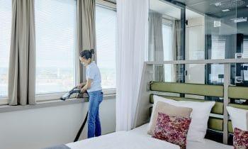 """Null Chemie im weltweit ersten Null-Energie-Hochhaus – Aquaturm Hotel in Radolfzell setzt auf """"Green Cleaning"""" mit den innovativen Dampfsaugsystemen von beam"""