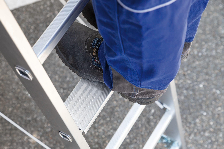 Plus an Arbeitssicherheit für den Dach- und Holzbau – Günzburger Steigtechnik stellt auf der DACH+HOLZ International  Innovationen wie den nivello-Leiterschuh und TRBS-konforme Stufenleitern vor