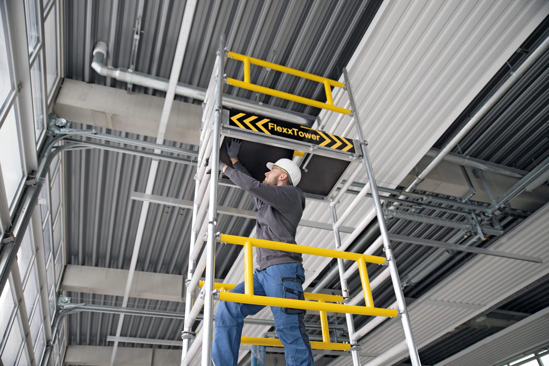 FlexxTower: Schnell und sicher zum Ein-Personen-Gerüst – Neuheit der Günzburger Steigtechnik lässt sich werkzeuglos von einer Person montieren. Arbeitshöhen bis rund 6,10 Meter möglich