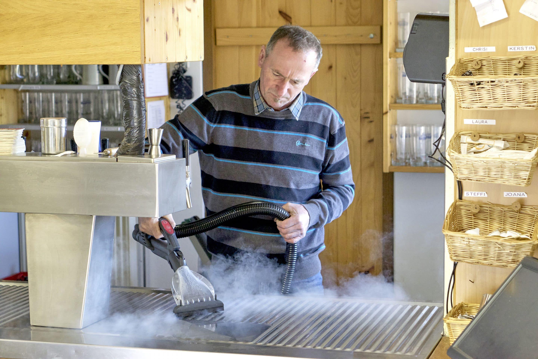 Weil im Gastro-Business nur perfekte Sauberkeit zählt – beam präsentiert auf der Internorga 2020 erstmals seine HACCP-zertifizierten Dampfsaugsysteme der Blue-Evolution-Reihe