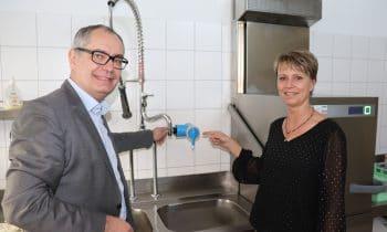 Gersthofen: An Schulen und Kindergärten gibt es nun wieder Trinkwasserqualität – Filtersystem von Ujeta aus dem Allgäu absorbiert sämtliche Keime, Bakterien und sogar Chlor