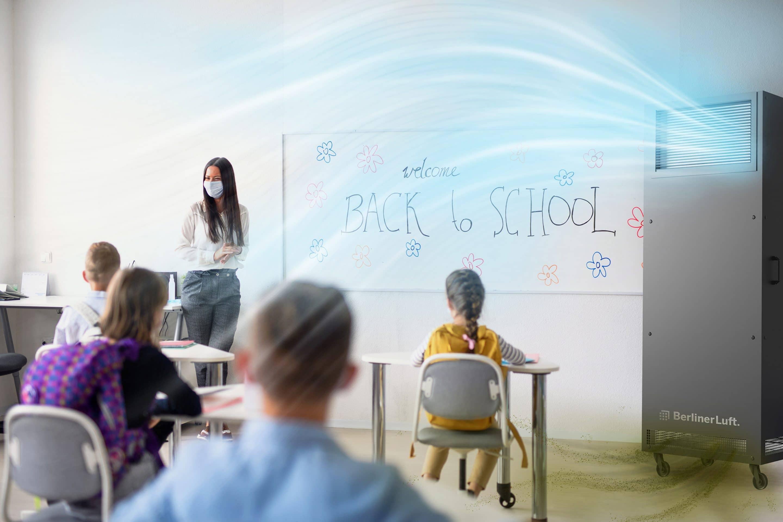 Für reine Luft und Konzentration im Klassenzimmer: Der BerlinerLuft.Pure inaktiviert bis zu 99,9 % Corona-Viren und arbeitet mit maximal 39 dB(A) besonders leise. Foto: BerlinerLuft.